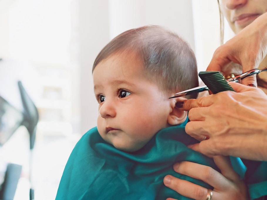 cutting toddler boy hair with scissors